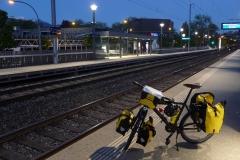 Start in Luzern auf dem Bahnperron.