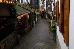Die Drosselgasse bei Rüdesheim. Scheinbar spektakulär, faktisch eine Gasse wie manche andere.