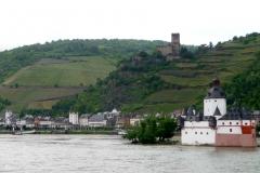 Burgen und Türme im und um das Wasser dienten zur Bewachung und Einhaltung des Wegzolls.