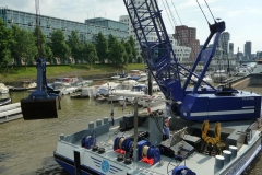 Flussbagger in Düsseldorf.