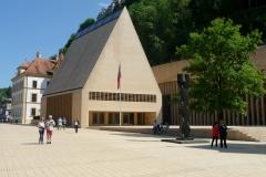 Die eindrückliche Ziegelstein-Architektur des Landtags in Vaduz.