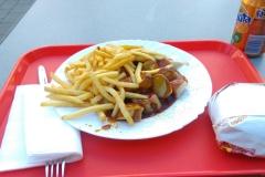 Letzte Curry-Wurst, Burger und Fanta vor der holländischen Grenze ;-)