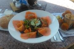 """Feiner Salat und Bitterballen, eine holländische """"Spezialität"""", dazu."""