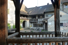 Mein Velo ist parkiert vor der Burg von Brugg (Jugendherberge).
