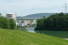 Nicht gerade eine Augenweide das AKW. Aber wo Wasser ist ist auch Stromproduktion ...