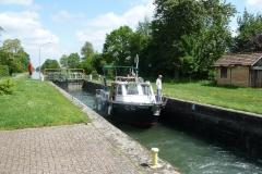Eine der unzähligen Schleusen beim Kanal.